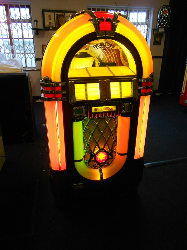 Wurlitzer One More Time Vinyl 200 jukebox