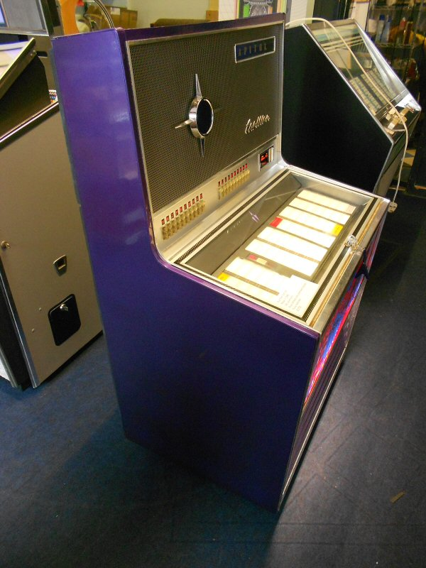 Wurlitzer Carillon jukebox.