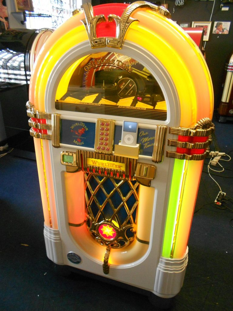 Wurlitzer OMT white ipod jukebox